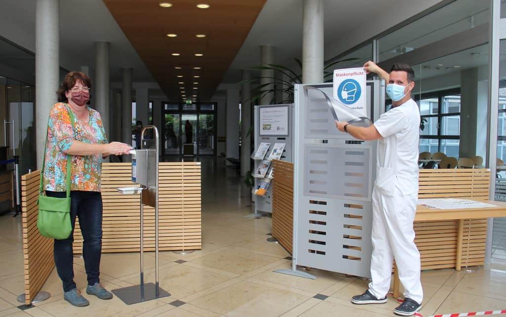 Informationen zur Besucherregelung im Eingangsbereich des CvBK